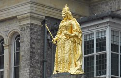 ‪Guilded Statue of Queen Anne‬