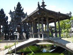 Pulaki Temple (Pura Pulaki)