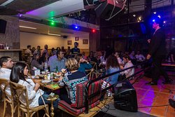 live traditional Arabic music on the weekends