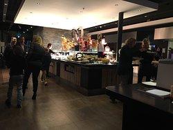 Wereldkeuken met wok en bakplaat met oog voor kwaliteit