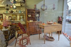 Country Trader Antiques & Collectibles