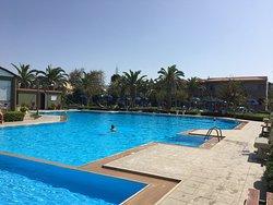 Marinos Beach Hotel Apartments