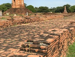 Temple of the Reclining Buddha (Wat Lokayasutharam)