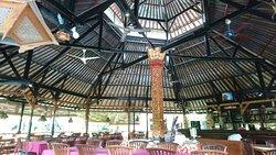 Old style Bali hotel, beautiful gardens :)