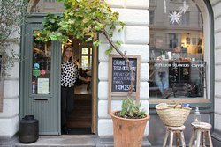 Cousins - Interior, Flowers, Coffee
