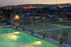Outdoor-swimming pool with Budapest panorama view