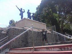 Kresek Monument