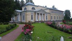 Розовый павильон и розы...