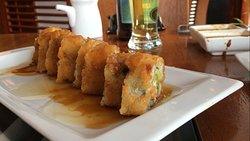 Palta, camarón en panko, flambeado en contreau y sake.