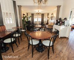 Breakfast Room at the Best Western Plus Victorian Inn