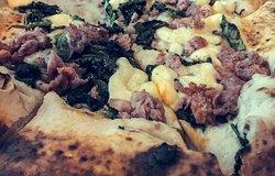 pizza con 'e sasicc e friariell!!