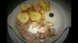 Bife á Baco (Com fiambre, queijo, cogumelos, ovo, batata frita e arroz)