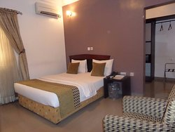 Suru Express Hotel - G.R.A Ikeja