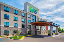 Holiday Inn Express & Suites Bismarck
