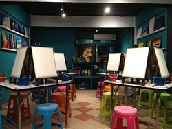 Phi Phi Paint Bar