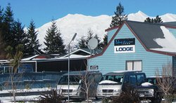 Adventure Lodge & Motel