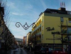 nur wenige Schritte entfernt befindet sich das Parkhotel Bad Schallerbach