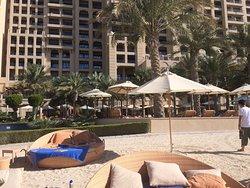 Hotel e praia maravilhosos