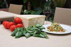 Fetuccini al Pesto con Parmigiano.
