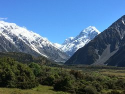 Beautiful view onto Mount Cook on a clear evening - copious servings of main course and good reasonably priced wines.
