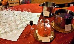 The glühwein/gluvine/hot wine punch