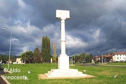 Vi fu combattuta una famosissima battaglia fra Fiorentini e Aretini alla quale prese parte anche Dante Alighieri