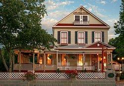 The Cedar House Inn