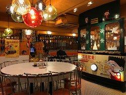 香港人的懷舊食堂,遊客的美食後花園!餐廳充滿戲劇性裝潢,食物有水準,侍應態度有禮!