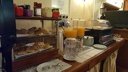Hotel Hiberia,bőséges reggeli,tiszta,rendezett tágas szoba.