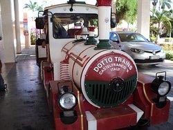 Le petit train qui nous conduit au marché aux puces.