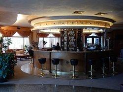 smoking lobby bar