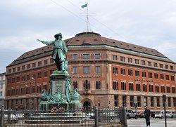 Niels Juel Statue