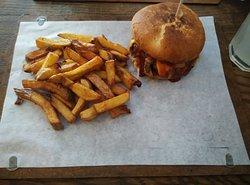 Hamburger Pécsett