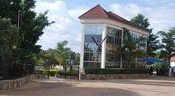 Crest Hotel & Gardens