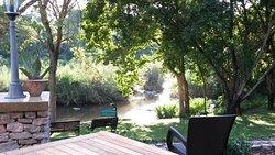 Vu de la terrasse donnant sur la rivière