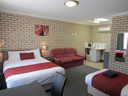 Cowra Crest Motel