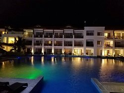 Five star resort, two star service
