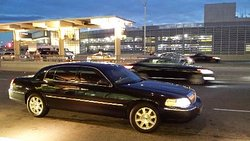 luxury airport and taxi service for airport pickups and drop-offs in and around the GTA.