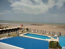 Buen hotel pegadito a la playa y a un par de cuadras de la albufera