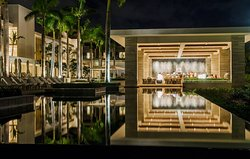Sunset Lounge - Four Seasons Resort and Residences Anguilla