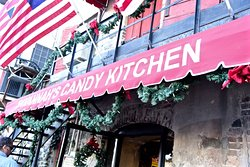 ‪Savannah's Candy Kitchen‬