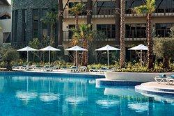 Mahi Mahi family swimming pool