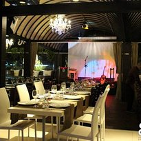 Flower - Bar Restaurant & Lounge