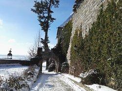 Urige Burg