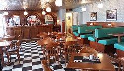 8th Avenue Bar & Supper Club
