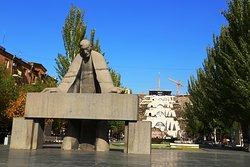 Alexander Tamanyan Statue