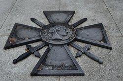 Sarkofag ku pamięci francuskich żołnierzy w Starokozielskim Parku
