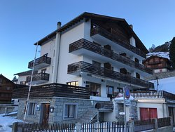 Matterhorn Valley Hostel Alpenrosli