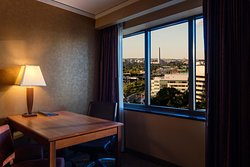 Embassy Suites by Hilton Crystal City - National Airport