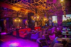 Buta Bar & Lounge